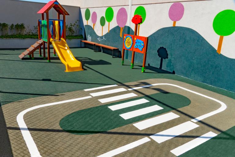 Segurança bem primeiro: por que aplicar pisos de borracha no playground?