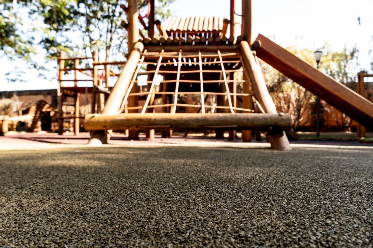 Piso de pneu reciclado – O revestimento ecológico para playgrounds e academias