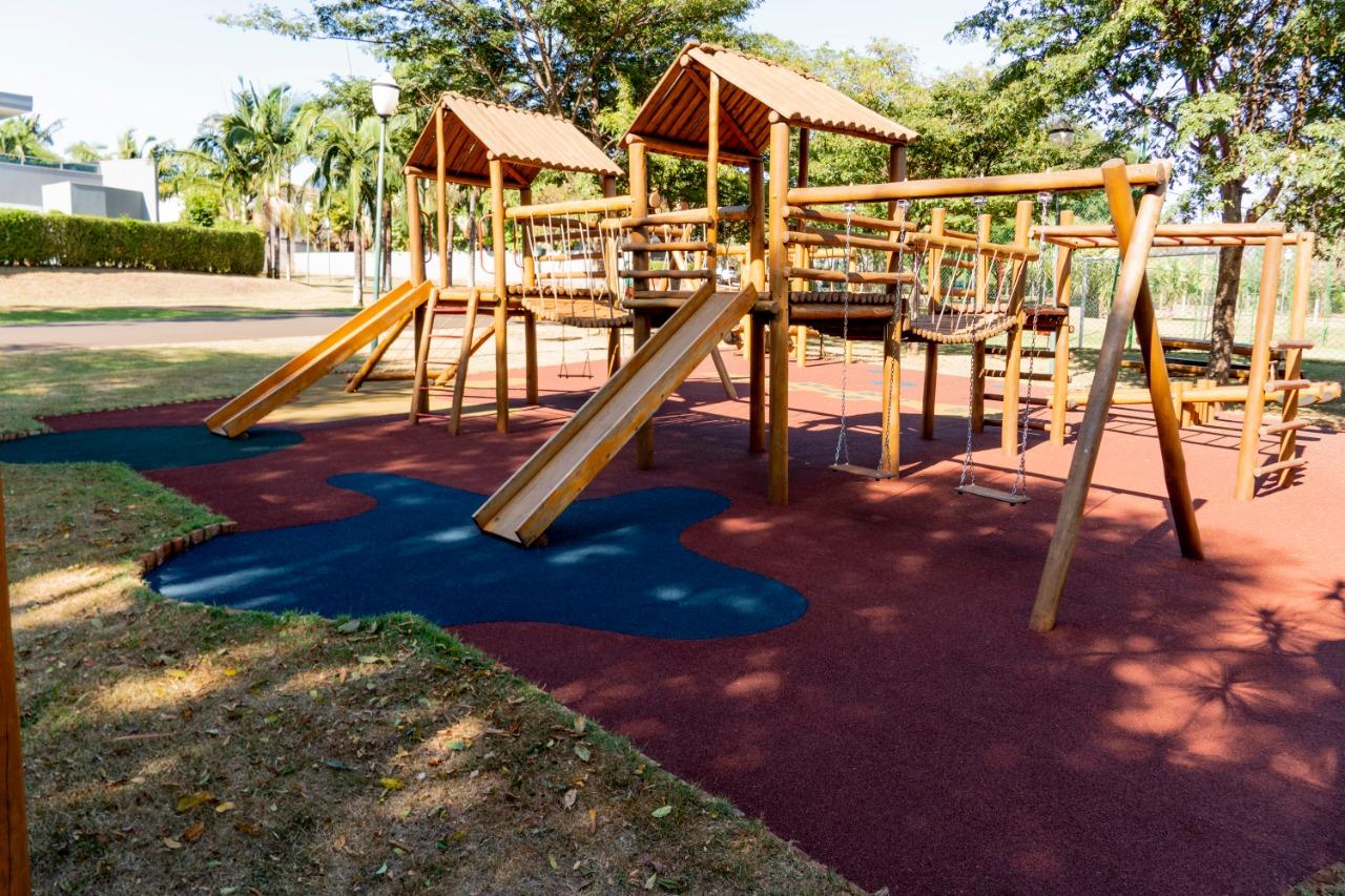 Como montar um playground completo e seguro: passo a passo para construir um parquinho infantil