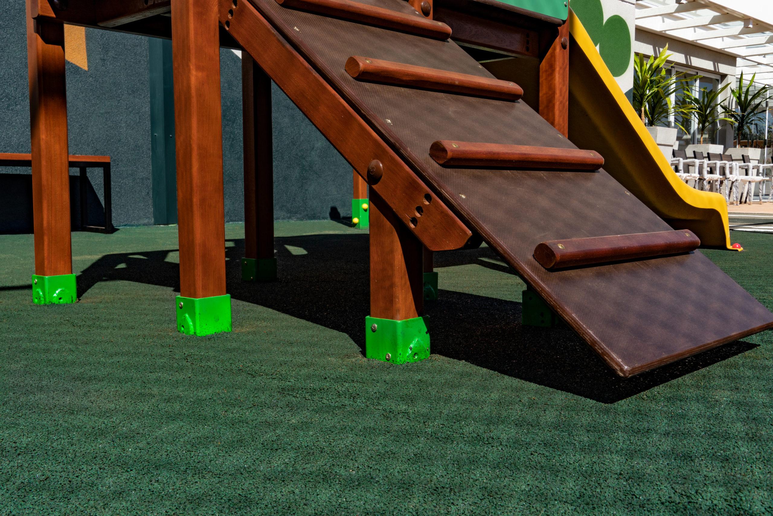 Piso contínuo - playground e área externa