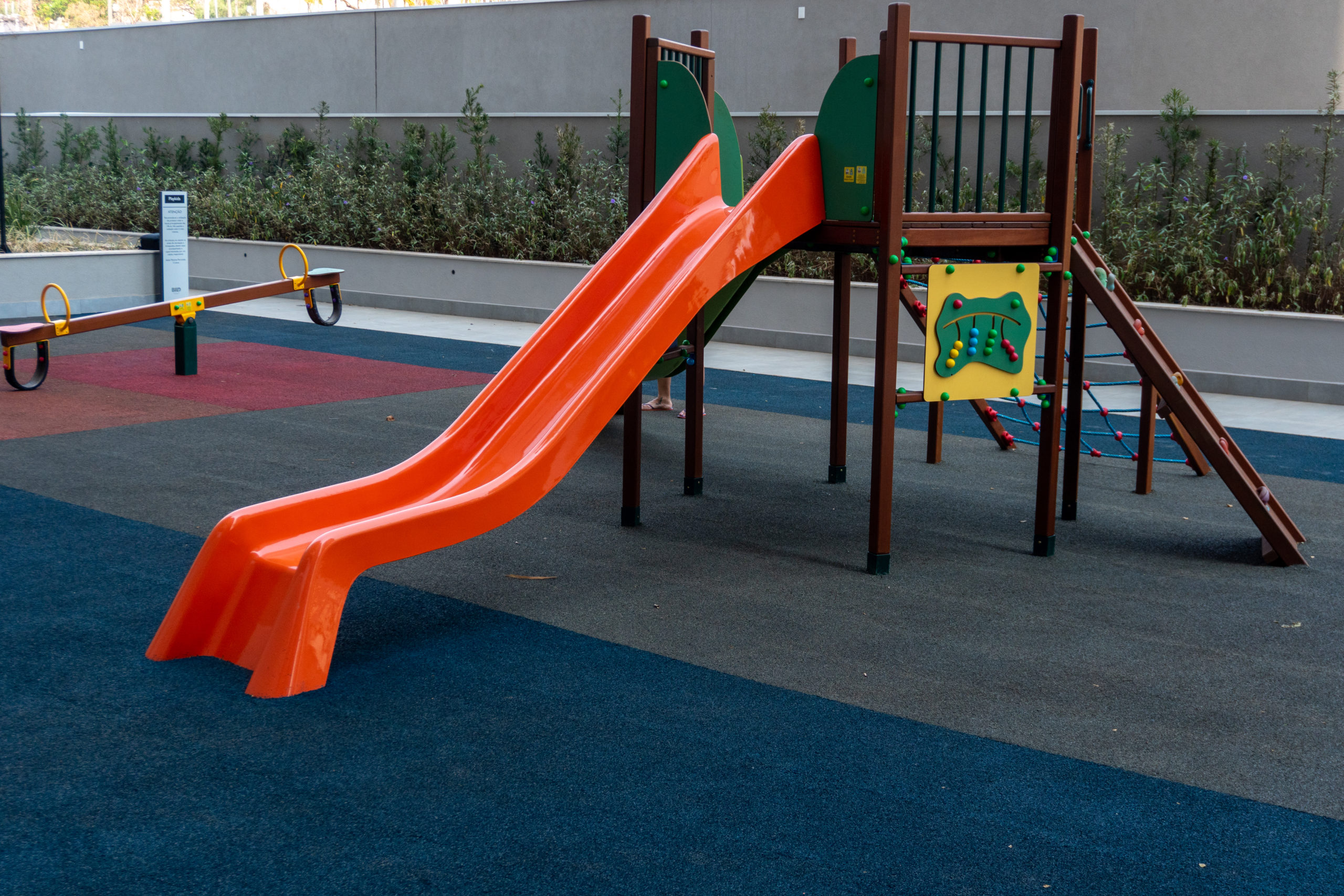 como instalar piso em playground