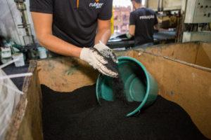 Grânulos de pneus reciclado