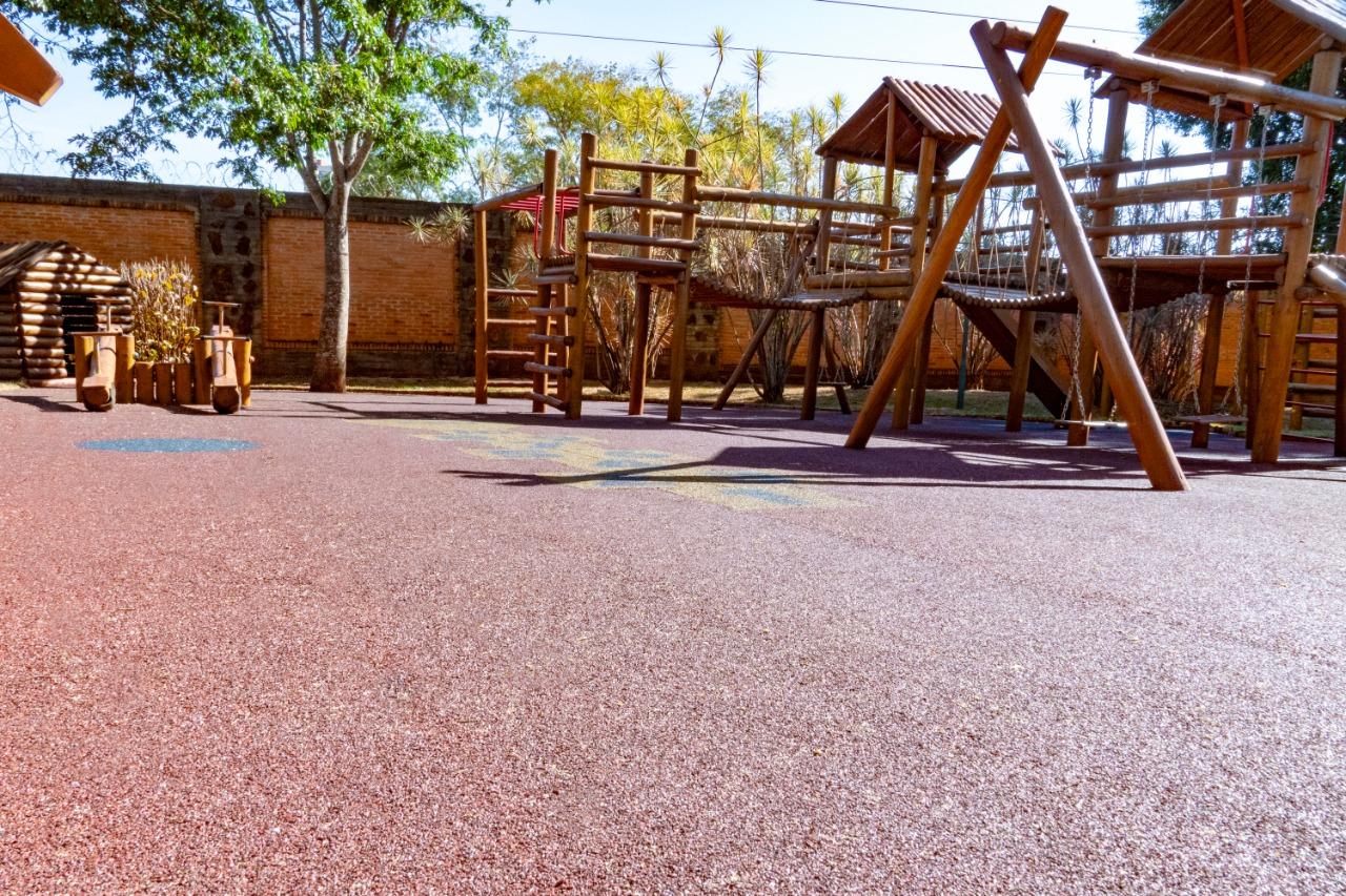 piso emborrachado para playground