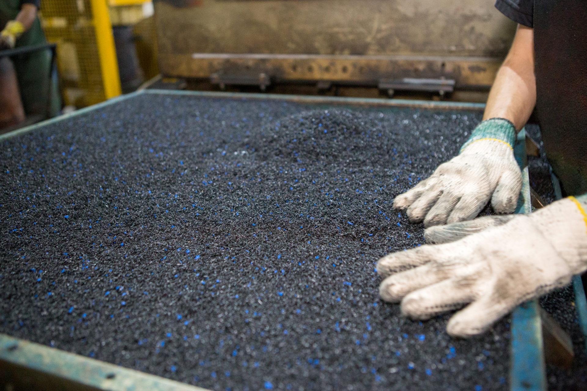 Como é feito piso de borracha reciclada